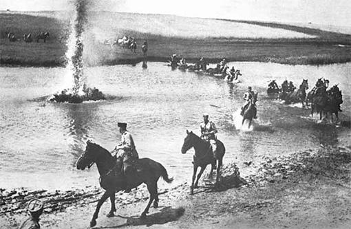 Форсирование под обстрелом подпись:Форсирование реки под обстрелом 1942 год.