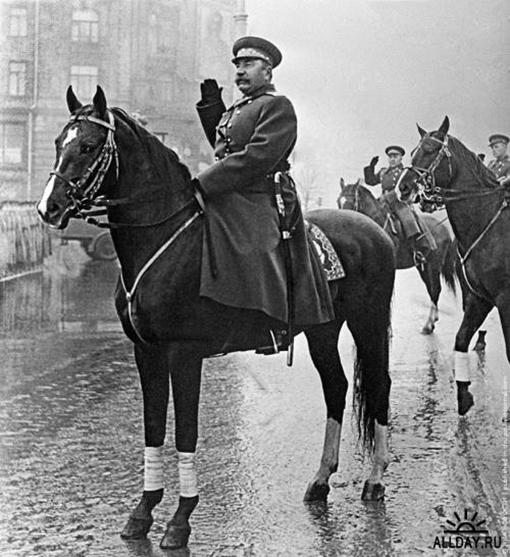 Маршал Семен Буденный на параде 7 ноября 1947 года на Красной площади.