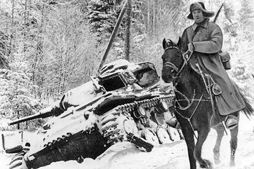 Советский кавалерист в тылу немецких войск. Фото: voenpravda.ru