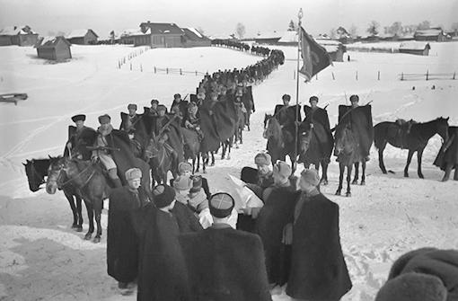 Гвардии-генерал Доватор с кавалеристами(1941г)