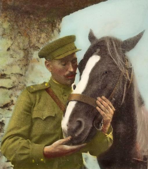 Лейтенант Гуйвик с конем Орликом.